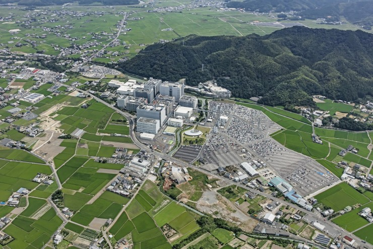(日亜化学工業の本社とその周辺の様子=徳島県阿南市)