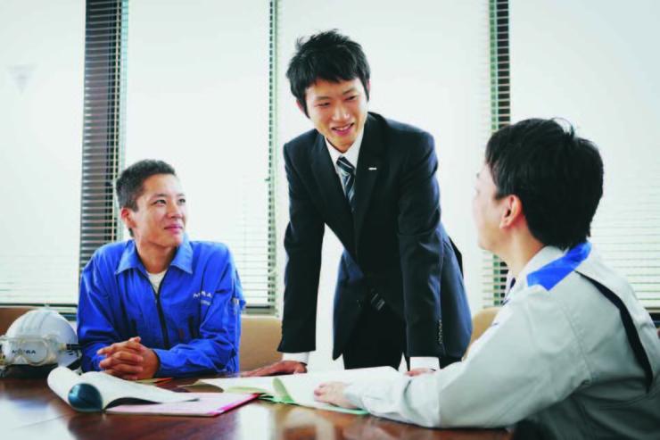 (技術・営業販売・メンテナンスが連携しながら事業を推進する)